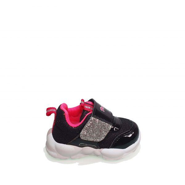 Кроссовки  Promax черные с лаковыми вставками 1736.01